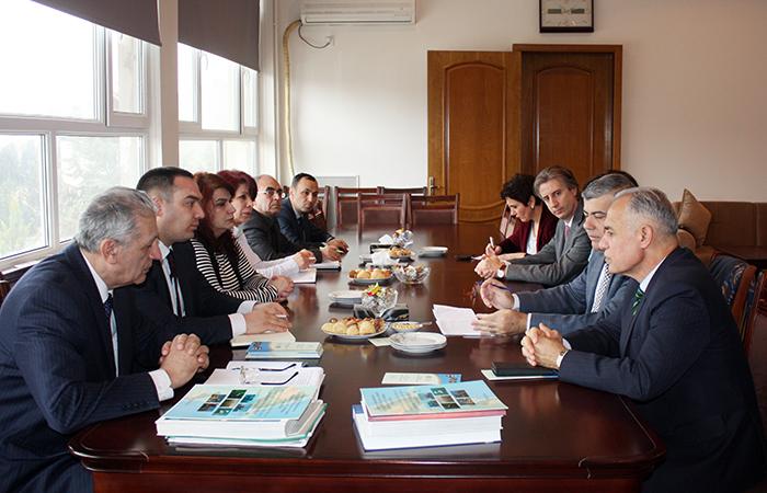 Представители ООН ознакомливаются с научными учреждениями НАНА
